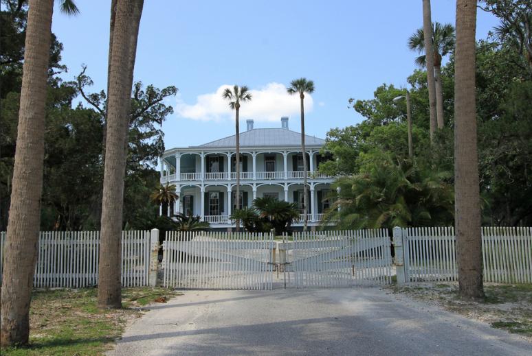 Особняк, построенный в 1871 году во Флориде «DeBary Hall». Источник: https://www.flickr.com/photos/blackdoll/